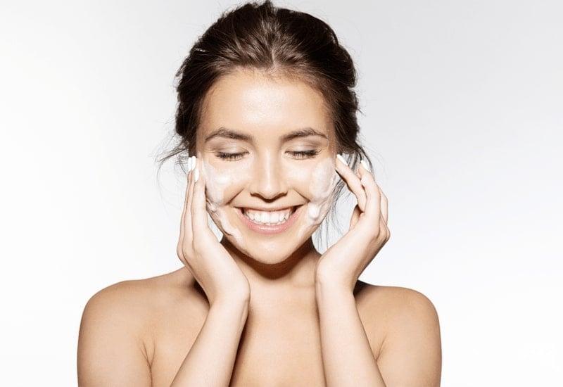 rửa mặt mỗi ngày
